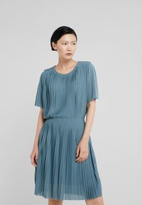 Filippa K - PLEATED DRESS - Sukienka koktajlowa - river - 0