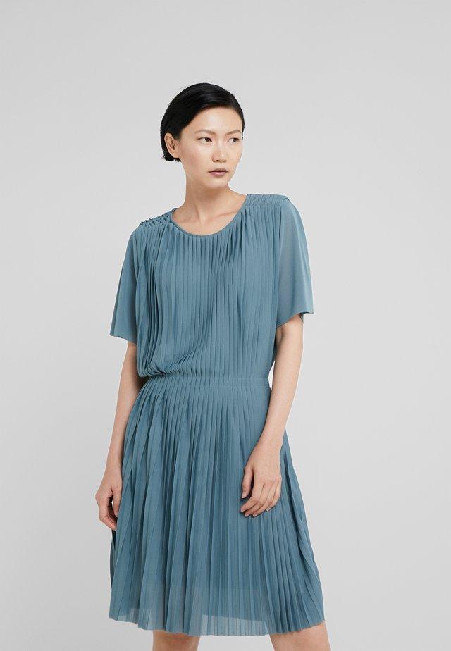PLEATED DRESS - Vestito elegante - river