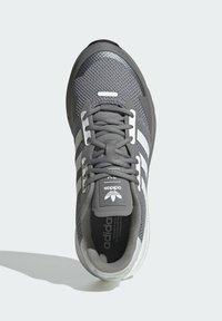 adidas Originals - ZX 1K BOOST SCHUH - Sneakers - grey - 3