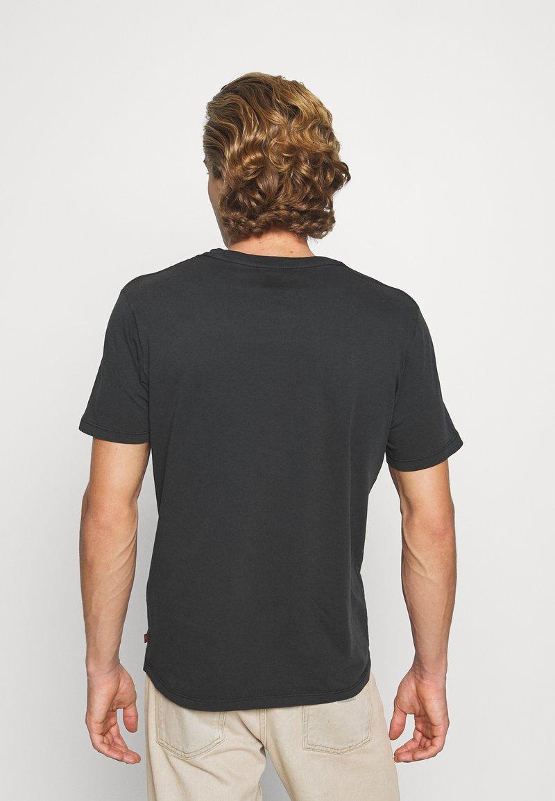 Levi's® GRAPHIC CREWNECK TEE - T-Shirt print - jet black/schwarz JyBnxV