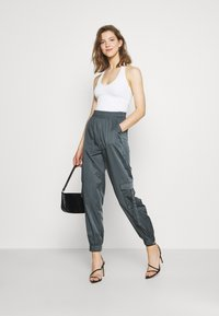 Tiger Mist - FLOSS PANT - Trousers - steel - 1