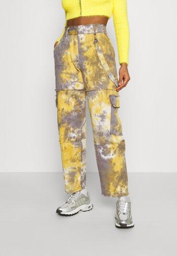 MISTY - Pantalon classique - blue/yellow
