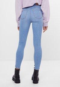 Bershka - MIT SEHR HOHEM BUND  - Jeans Skinny Fit - blue denim - 2