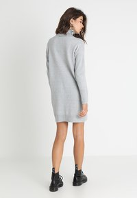 Vero Moda - VMBRILLIANT ROLLNECK DRESS  - Robe pull - light grey melange - 2