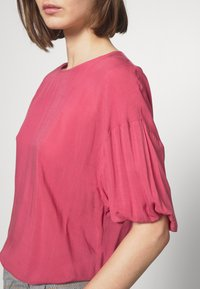 Carin Wester - BOWIE - Blouse - hollyberry - 5