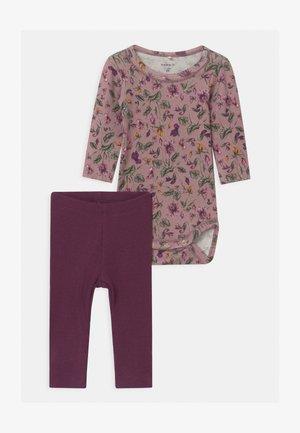 NBFRIHNE NBFROSEMARIE SET - Leggings - Trousers - deauville mauve/italian plum