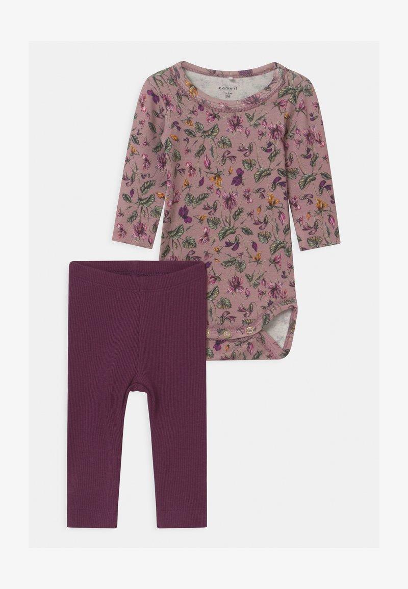 Name it - NBFRIHNE NBFROSEMARIE SET - Leggings - Trousers - deauville mauve/italian plum