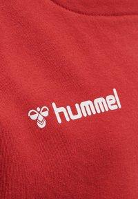 Hummel - Sweatshirt - true red - 4