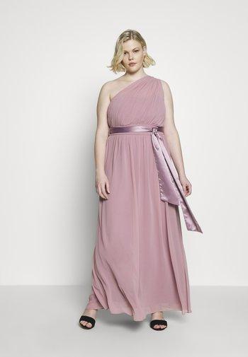SADIE SHOULDER DRESS - Společenské šaty - dark rose