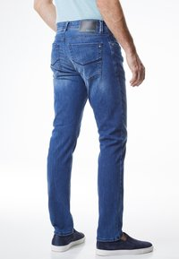 Pierre Cardin - LYON TAPERED - Jeans Tapered Fit - blue (82) - 2