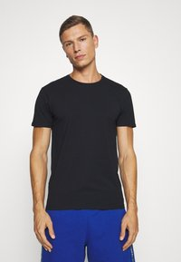 Selected Homme - SLHNEWPIMA ONECK TEE 3 PACK  - Undershirt - black - 1