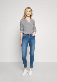 TOM TAILOR DENIM - NELA - Jeans Skinny Fit - mid stone bright blue denim - 1