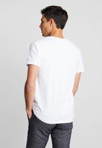 Scotch & Soda - POCKET TEE - T-shirt basic - white - 2