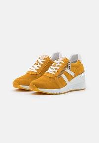Marco Tozzi - BY GUIDO MARIA KRETSCHMER - Sneakers laag - saffron - 2