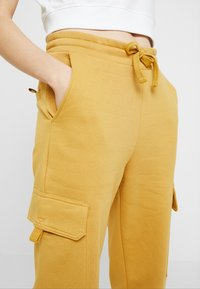 Monki - WILLOW - Tracksuit bottoms - camel - 4