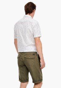 s.Oliver - Shorts - khaki - 2