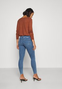 ONLY Petite - ONLPOWER PUSH UP  - Jeans Skinny Fit - blue denim