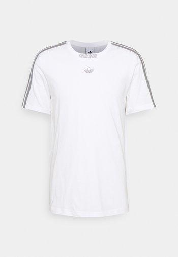 3 STRIPE TEE - T-shirt imprimé - white/grey