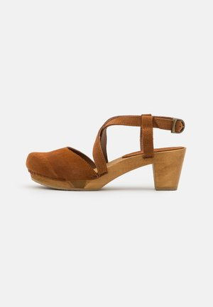 LINJA SQUARE FLEX - Clogs - cognac