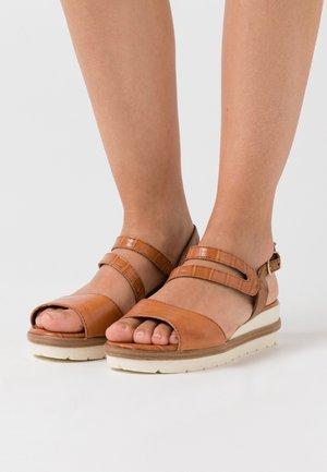 Korkeakorkoiset sandaalit - sunset