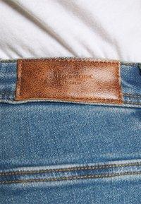 Vero Moda Curve - VMMANYADINA CROPPED - Jeans Skinny Fit - medium blue denim - 4