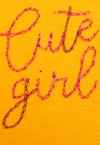 Lemon Beret - GIRLS - Long sleeved top - artisans gold - 2