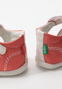 Kickers - BIGFLO - Zapatos de bebé - rose/blanc - 6