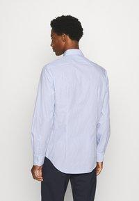 Tommy Hilfiger Tailored - STRIPE CLASSIC SLIM - Formal shirt - blue - 2