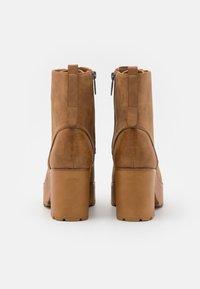 mtng - EMELINE - Šněrovací kotníkové boty - brown - 3