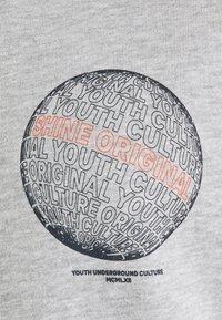 Shine Original - CONTRAST FABRIC PRINTED - Sweatshirt - grey melange - 2