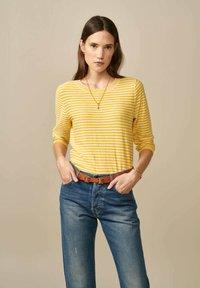 Bellerose - GOPS - Sweatshirt - gelb weiß gestreift - 0