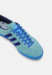 adidas Originals - JEANS UNISEX - Matalavartiset tennarit - mint ton/victory blue/blue - 4