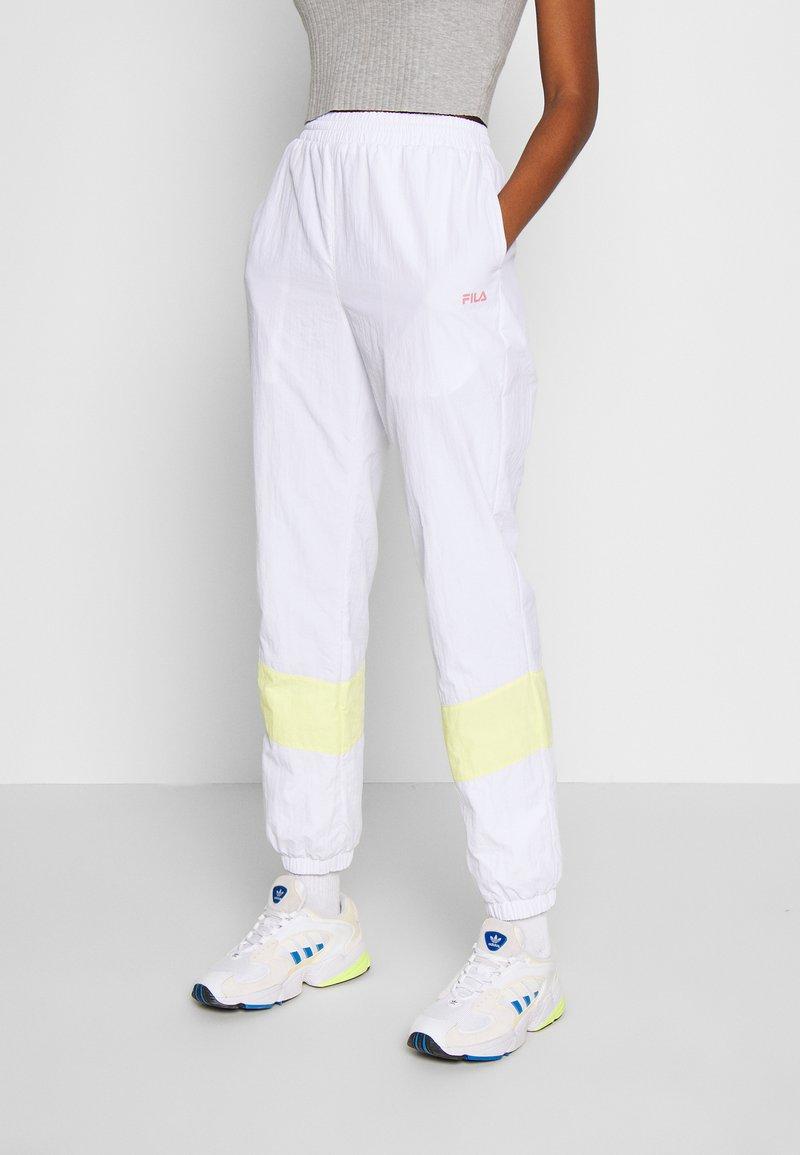 Fila - BAKA - Pantalon de survêtement - bright white/limelight