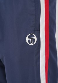 sergio tacchini - BULK - Tracksuit bottoms - nvy/appred - 4