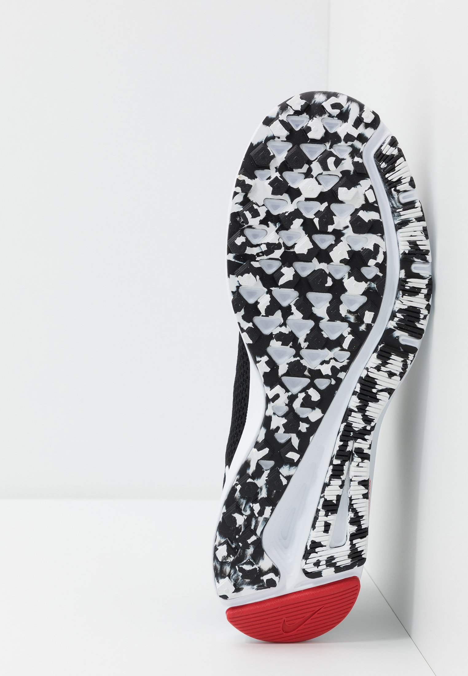 Super Tilbud Køb Nyeste Herresko Nike Performance QUEST 2 Neutrale løbesko black/white/anthracite/university red jyJ7Va tzAqJm