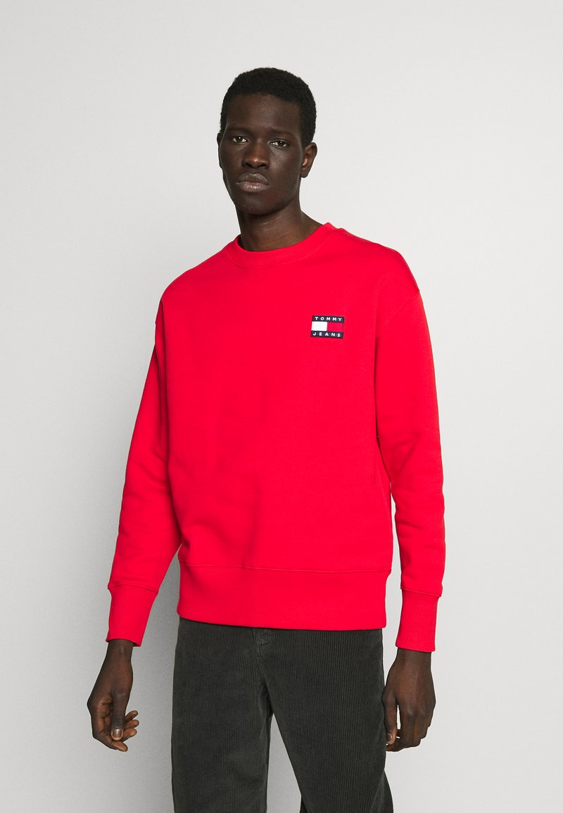 Tommy Jeans - BADGE CREW UNISEX - Sweatshirt - deep crimson