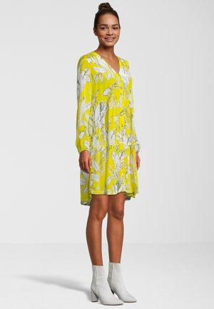 KAKADU - Robe d'été - yellow