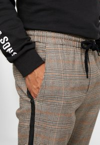 Only & Sons - ONSLINUS PANT CHECKS - Trousers - chinchilla - 4