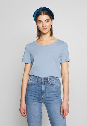 VISUS NOOS - Print T-shirt - ashley blue