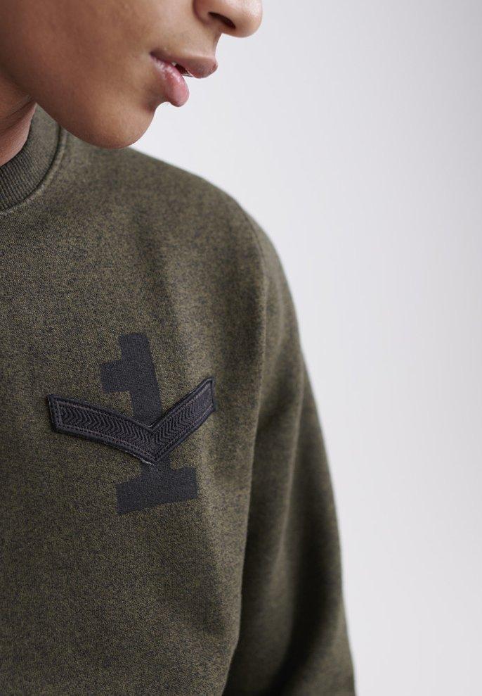 Superdry Sweatshirt - black olive grit