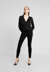 Nly by Nelly - LOVELY WRAP BLOUSE - Blouse - black - 1