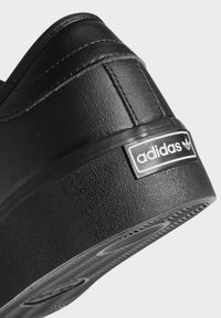 adidas Originals - SEELEY XT - Sneakersy niskie - black - 8