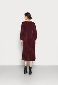 New Look Tall - CHECK SEERSUCKER SMOCK MIDI - Day dress - red pattern - 2