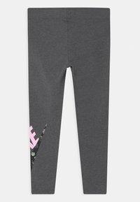 Nike Sportswear - ICON CLASH - Legíny - charcoal heather - 1