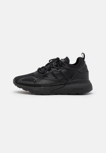 ZX 2K BOOST UNISEX - Sneakersy niskie - core black/shock pink