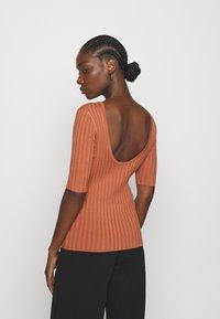 mbyM - NIXIE - Print T-shirt - copper brown - 2