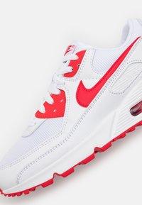 Nike Sportswear - AIR MAX 90 - Zapatillas - white/hyper red/black - 5