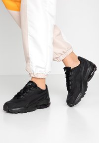 Puma - CELL STELLAR - Sneakersy niskie - black - 0