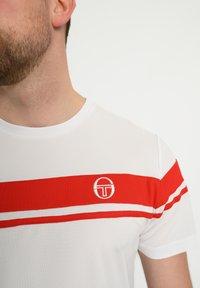 sergio tacchini - YOUNG LINE PRO T-SHIRT - T-shirt imprimé - wht/red - 3