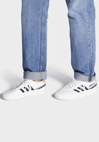 adidas Originals - DELPALA SHOES - Sneakers basse - white - 0